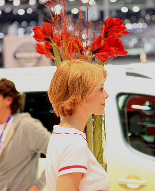 Geneva 2008 - Girls on show -