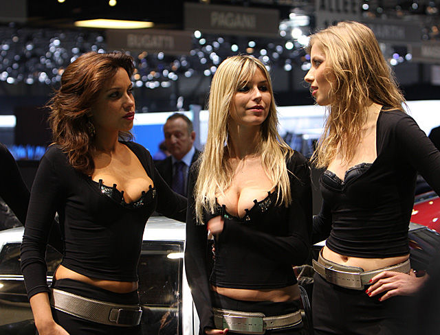 Geneva 2008 - Italdesign stand - Girls on show -