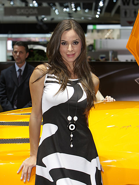 Geneva 2009 - Girls on show -